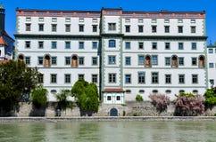 Renoverad historisk byggnad royaltyfria bilder