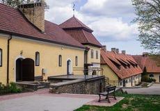 Renoverat gammalt s?teri Shlokenbek i Lettland Godset ?ger rum ?ver 600 gamla ?r Maj 5, 2019, Lettland royaltyfri fotografi
