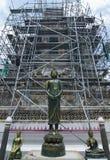 Renovering av Wat Arun Arkivbilder