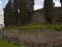 Renoveringarna till mausoleet av Augustus i Rome Italien arkivbilder