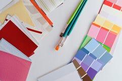 Renoveringprövkopiafärger och tapet Royaltyfri Foto