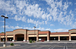 For Rent or Lease. Vacant business offices and shopping mall with empty parking lot for rent or lease, Phoenix, AZ Stock Photos