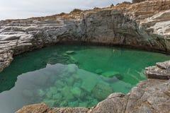 Rent vatten av Giola den naturliga pölen i den Thassos ön, Grekland Fotografering för Bildbyråer