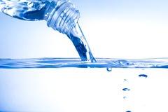 rent vatten för flaskbubbla Arkivfoton