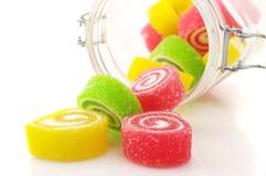 Renversement de la sucrerie colorée photos libres de droits