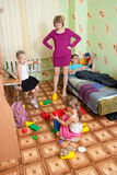 Renversement de maman par pagaille Photographie stock libre de droits