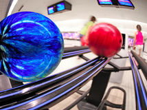 Renvoi de bille de bowling photo stock