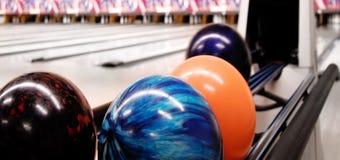 Renvoi de bille de bowling Photographie stock