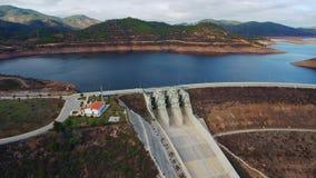 a?reo Represa portuguesa Odelouca, Monchique, filmado do céu filme