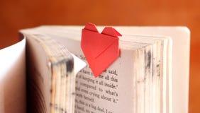 Repère de papier de coeur d'origami Image stock