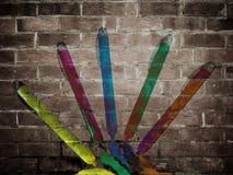 Repères sur un mur de briques Photographie stock libre de droits