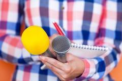 repórter Conferência de imprensa Pressione a entrevista Microfone imagem de stock royalty free