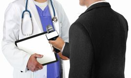 Repórter Interviewing Doctor Fotos de Stock Royalty Free