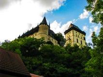 República Checa de Karlstejn - foto hermosa del castillo imagenes de archivo