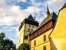 República Checa de Karlstejn - foto hermosa del castillo fotos de archivo
