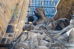 República Checa estatua de San Juan de Nepomuk en St Vitus Cathedral imagen de archivo