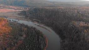 República de Bashkortostan, ríos, cueva de Idrisovskaya del otoño Tono moderno del color almacen de video