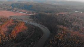 República de Bashkortostan, ríos, cueva de Idrisovskaya del otoño Tono moderno del color almacen de metraje de vídeo