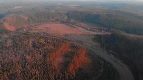 República de Bashkortostan, ríos, cueva de Idrisovskaya del otoño Tono moderno del color metrajes