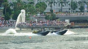 República de la marina de guerra de Singapur que demuestra sus barcos inflables del casco rígido durante el ensayo 2013 del desfil Foto de archivo libre de regalías