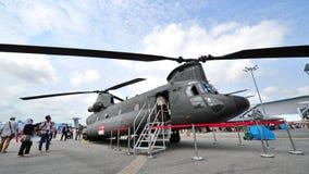 República del helicóptero de los rotores del gemelo de la fuerza aérea de Singapur (RSAF) CH-47 Chinook en la exhibición en Singa Foto de archivo