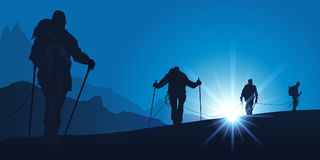 Rep av bergsbestigare som klättrar ett berg stock illustrationer