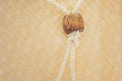 Rep på vävd wood bakgrund Arkivbilder