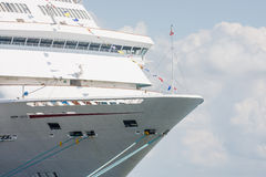 Rep på pilbåge av kryssning Ship.jpg Royaltyfri Foto
