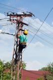 Repair man repair electrical installations Royalty Free Stock Photography