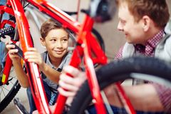 Repairing bike together Royalty Free Stock Images
