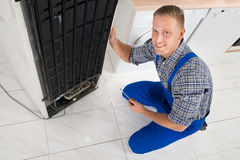 Repairman Repairing Fridge Royalty Free Stock Images