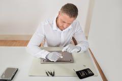 Repairman Repairing Laptop Royalty Free Stock Photography