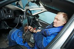 Repairman servicing auto car Royalty Free Stock Photos