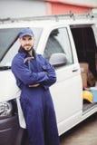 Repairman trzyma młot Zdjęcia Stock