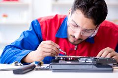 Repairman working in technical support fixing computer laptop tr Stock Photos