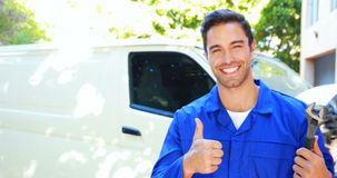 Repairman z narzędziami i aprobatami zbiory