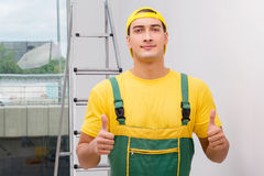 Repairmanen i overaller i diy begrepp Royaltyfria Foton