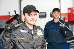2 repairmans автоматических механика Стоковая Фотография RF