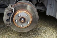Reparación de frenos en el coche Fotografía de archivo libre de regalías