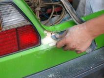 Reparación de la carrocería de coche Imágenes de archivo libres de regalías