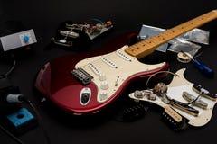 Reparación de la guitarra Imagen de archivo libre de regalías