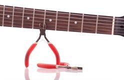 Reparación de la guitarra eléctrica Fotografía de archivo libre de regalías