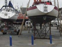 Reparación del barco en Normandía Francia Foto de archivo libre de regalías