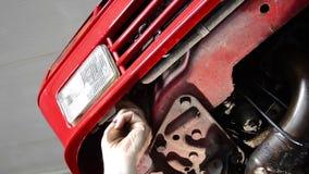 Reparación del coche almacen de metraje de vídeo