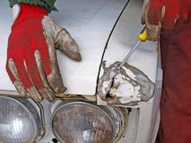 Reparación del coche viejo Imagen de archivo