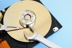 Reparación del mecanismo impulsor del ordenador Imagenes de archivo