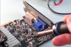 Reparación del ordenador, tarjeta de vídeo Foto de archivo libre de regalías