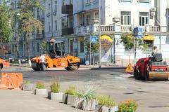 Reparación del pavimento en la ciudad Foto de archivo