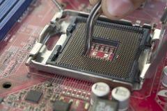 Reparación del socket de la CPU del ordenador Foto de archivo