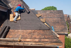 Reparación del tejado Imagenes de archivo